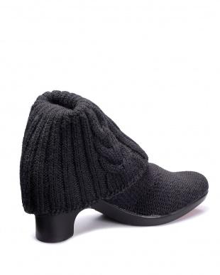 ブラック  オーバルトゥ 縄編み2つ折りショートブーツ見る