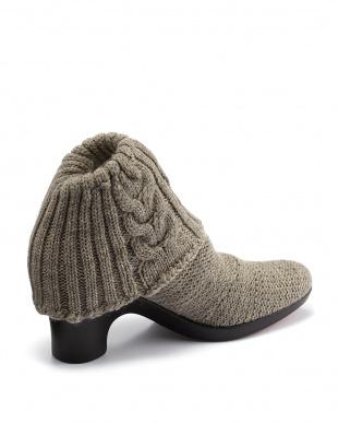 グレー  オーバルトゥ 縄編み2つ折りショートブーツ見る