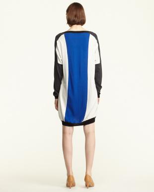 ブルー×グレー シルク混カラーブロック ニットドレス|WOMEN見る