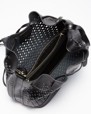 ブラック  ポーチ付きパンチングレザー巾着型2WAYバッグ見る