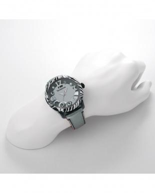 シルバー  チャームアニマル 腕時計見る