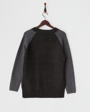 グレー×チャコール  配色ラグランデザインセーター見る