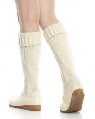 オフホワイト  縄編みシームレス ロングブーツ見る