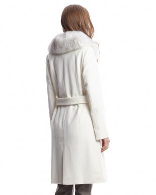 ホワイト  フォックスファー衿付きダブルボタンロングコート見る