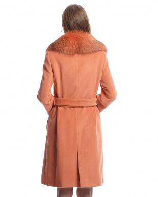 オレンジ  フォックスファー衿付きダブルボタンロングコート見る