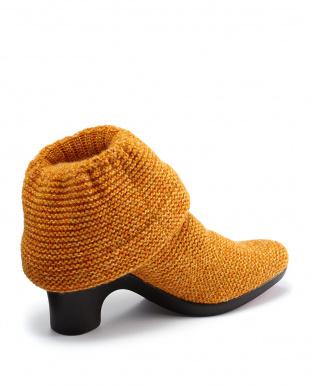 オレンジイエロー ウェッジガーター編みショートブーツ見る