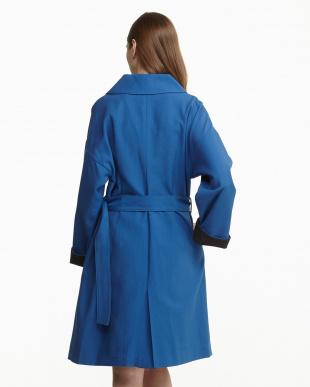 ブルー  コットン混オックス一重ベルテッド配色コート見る
