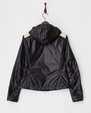 ブラック  肩切り替えフード付き中綿入りジャケット見る