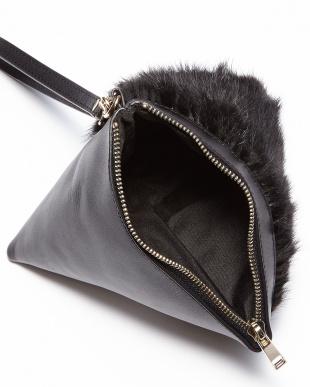 ブラック  トライアングル型ミンクカウレザーバッグ見る