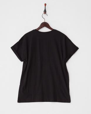 BLACK クルーネックTシャツ見る