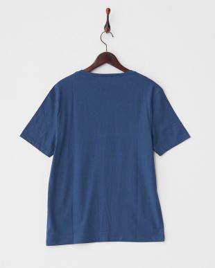DARK BLUE VネックTシャツ見る