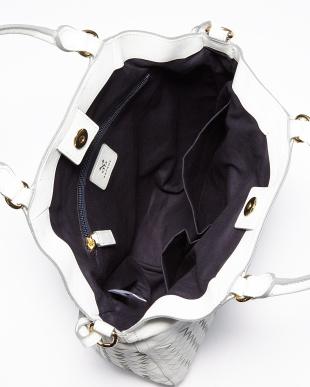 ホワイト 編込みデザイン トートバッグ見る