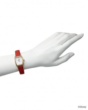 ホワイト×レッドベルト ミニーマウス時計見る