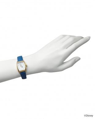 ホワイト×ブルーベルト ドナルドダック時計見る