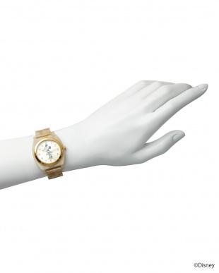 ゴールド×アイボリーベルト ミニーマウス時計見る