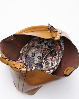 グレーベージュ  総柄バッグインバッグ付きレザーショルダーバッグ見る