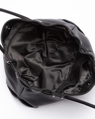 ブラック  チャーム付きシボレザー調トートバッグ見る