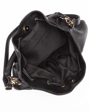 ブラック  チャーム付きレザー調巾着バッグ見る