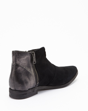 BLACK OILI ANKLE BOOT見る