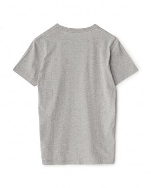 グレー  ロゴTシャツ見る