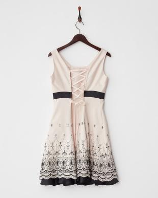 ピンク  裾刺繍入りバックレースアップドレス見る
