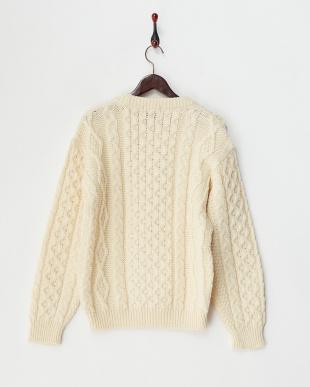 ホワイト  イギリス製 アラン編みクルーネックニット見る