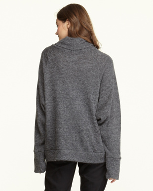 CHARCOAL  LOW-GAUGE ANGOLA WOOL TURTLE NECK TOP見る