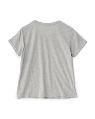 ミックスグレー  VネックグラフィックTシャツ見る