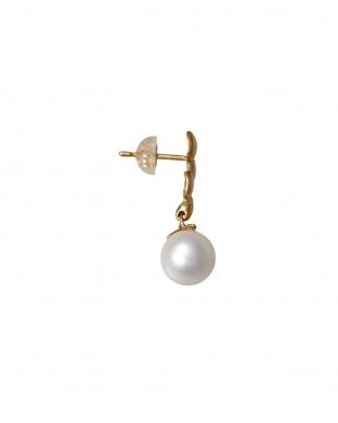 ホワイト×K18YG アコヤ真珠デザインピアス 葉見る