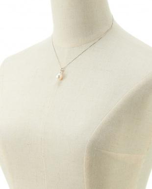 WHT×K18WG 南洋真珠ダイヤモンド0.06ctペンダントネックレス見る