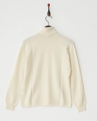 ホワイト  無地タートルネックセーター見る