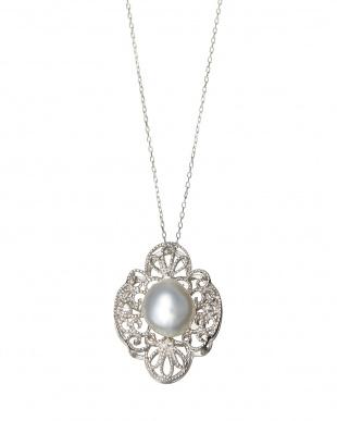 K18WG×南洋真珠10mm×ダイヤモンド0.04ctペンダント見る