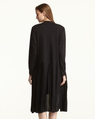 ブラック カットソー×シフォンプリーツ 羽織りコート見る