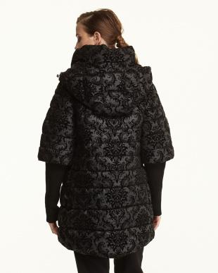 ブラック リブ袖 フロッキープリント 中綿入りコート見る