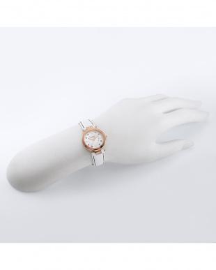 ピンクゴールド×ホワイト  Love Time 腕時計見る