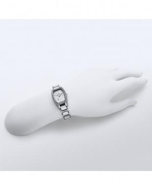 ホワイト×シルバー White Label 腕時計見る