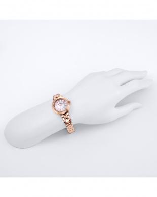 ピンクゴールド×ホワイト  Love Sports ステンレスブレス 腕時計見る