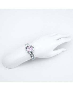 シルバー×ピンク  Love Sports ステンレスブレス 腕時計見る