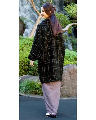 ブラック系  ステッチ風チェック へちま衿着物コート見る