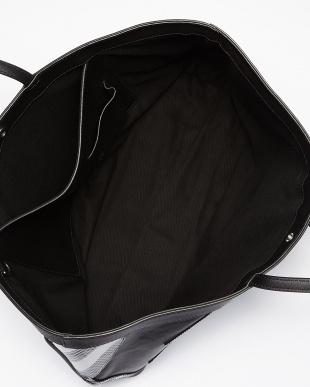 ホワイト×ブラック 切り替えレザートートバッグ見る