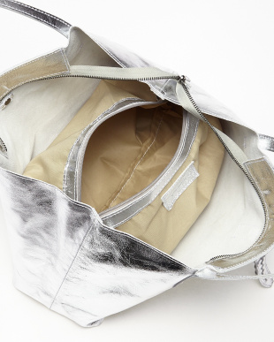 シルバー  ポーチ付きチェーン装飾ベルトバッグ見る