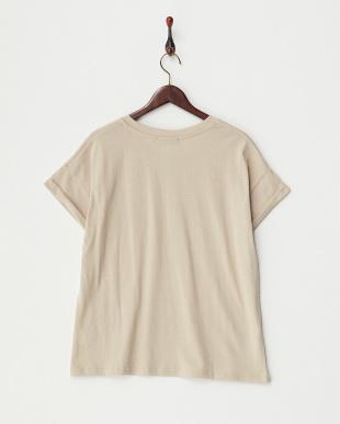 BEIGE  VネックポケットTシャツ見る