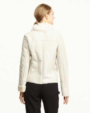オフホワイト 衿付きラムレザージャケット見る
