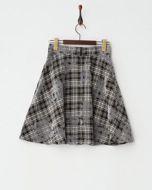 WHITE/BLACK フロッキーフラワーフレアスカート見る