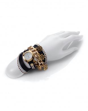 ホワイト×ネイビー SPECIALTY CHARMS レザーベルト腕時計見る