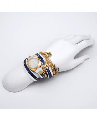 ネイビー×ホワイト SPECIALTY CHARMS レザーベルト腕時計見る