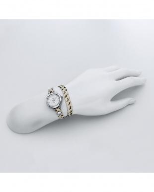 ホワイト SAKURA レザーベルト腕時計見る