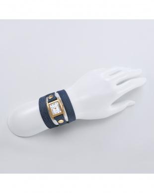 ネイビー SIMPLE WATCHES レザーベルト腕時計見る