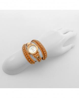 ブラウン×キャメル レザーベルト腕時計見る