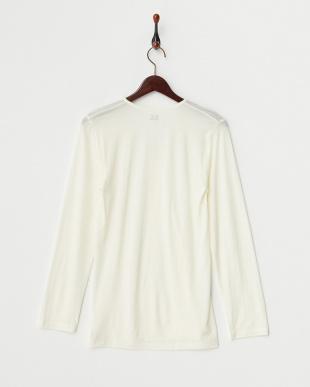 オフホワイト  薄くて暖かい 吸湿発熱 Vネック長袖シャツ見る